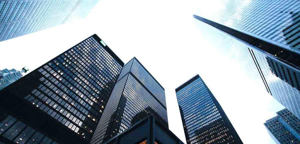 Skyline von zum Verkauf stehenden Gewerbeimmobilien