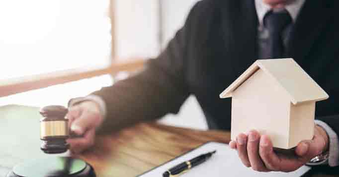 Vermieter kündigt Mieter wegen Eigenbedarf eine Immobilie