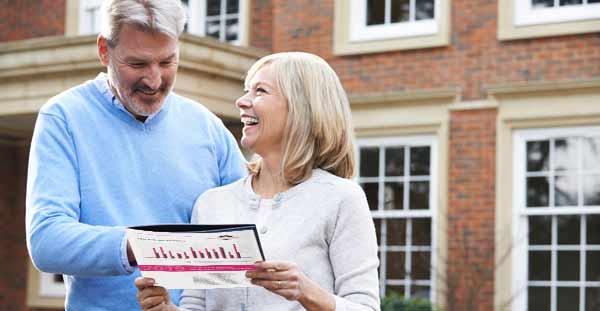 Verkäufer einer Immobilie in Eimsbüttel freuen sich über eine kostenlose Bewertung von Hamburgs Immobilienmakler