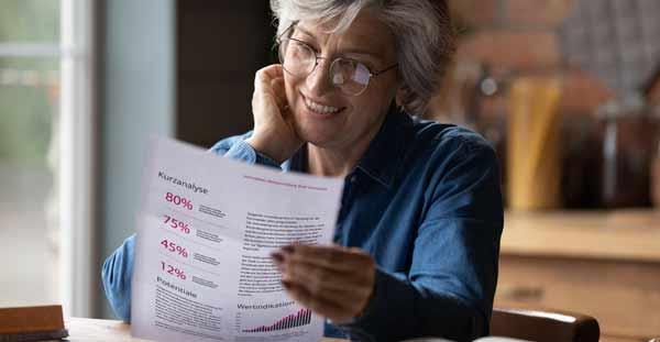 Kunden liest Bewertung für ihre Immobilie in Altona